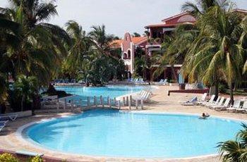 blau-colonial-pool